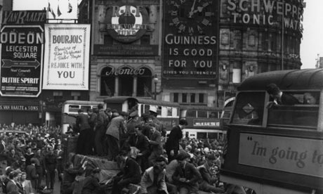 Piccadilly Circus VE day 1945