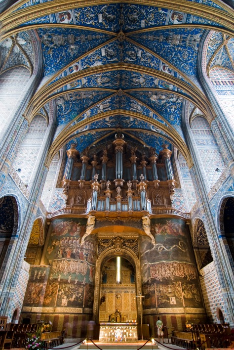 Albi_cathedral_-_nave_and_organ