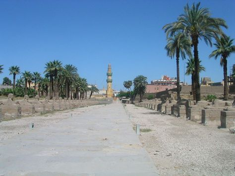800px-Avenue_towards_Karnak